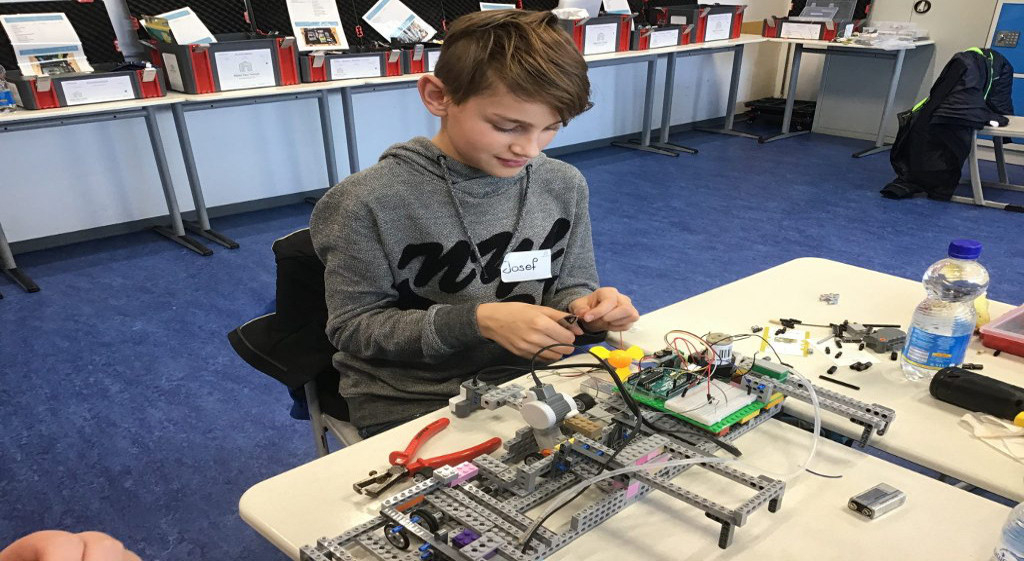 """""""Hackdays"""" an der Eichenlaubschule – Tüftelwerkstatt """"Make your school"""" erstmals im Saarland"""